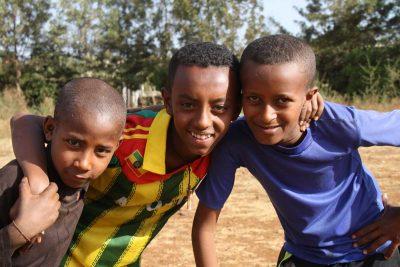 3 Jungs beim Spielen